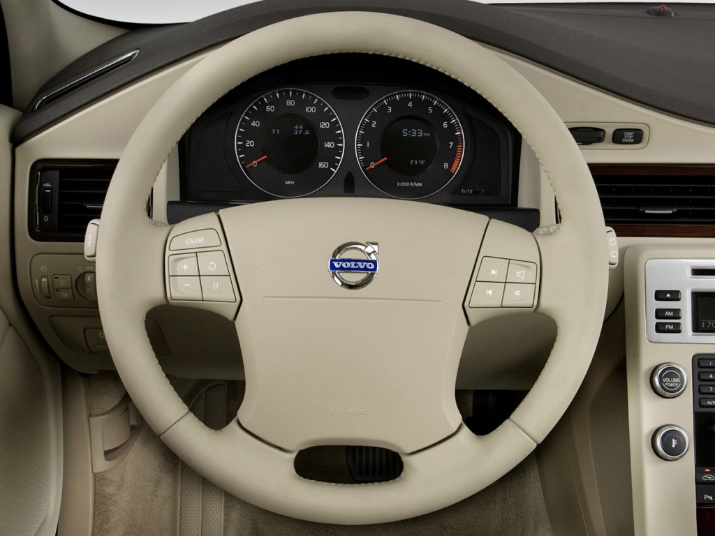 Image: 2010 Volvo XC70 4-door Wagon 3.2L Steering Wheel ...