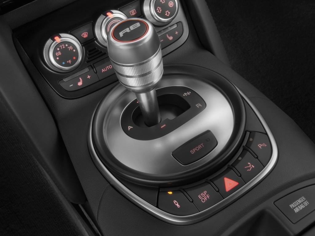 Image: 2011 Audi R8 2-door Coupe 5.2L Man quattro Gear ...