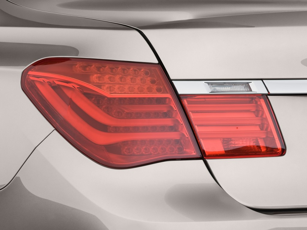 Image 2011 Bmw 7 Series 4 Door Sedan 750li Rwd Tail Light