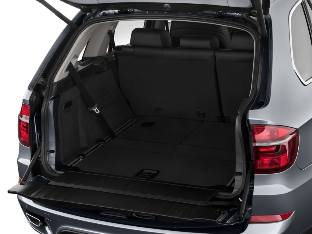 2011 bmw x5 awd 4 door 50i trunk