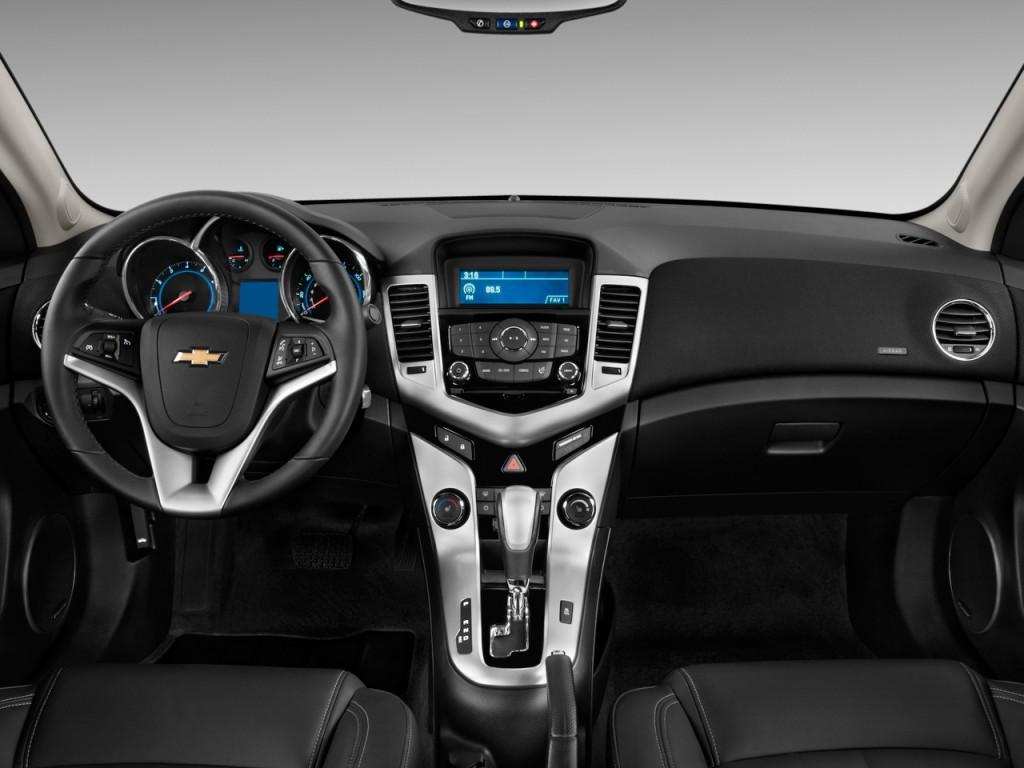Image: 2011 Chevrolet Cruze 4-door Sedan LTZ Dashboard ...