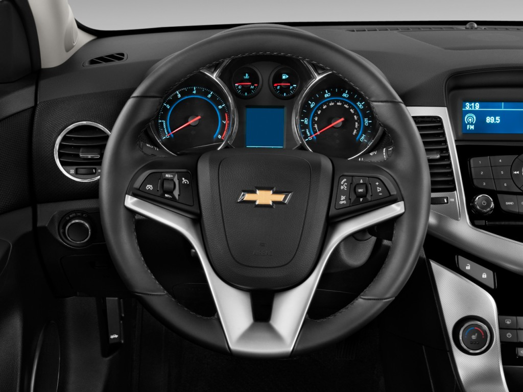 Image: 2011 Chevrolet Cruze 4-door Sedan LTZ Steering ...