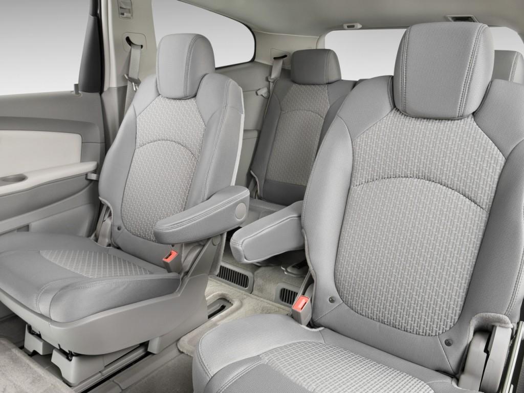 Image 2011 Chevrolet Traverse Fwd 4 Door Lt W 1lt Rear