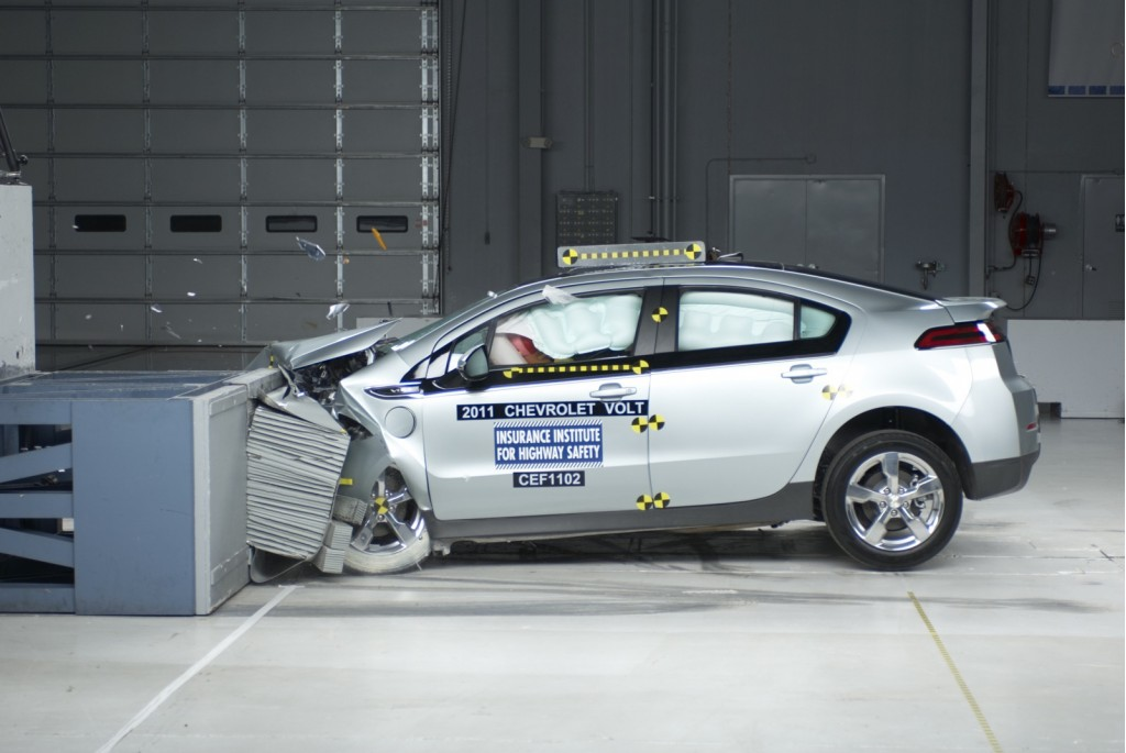 2011 Chevrolet Volt in IIHS crash test