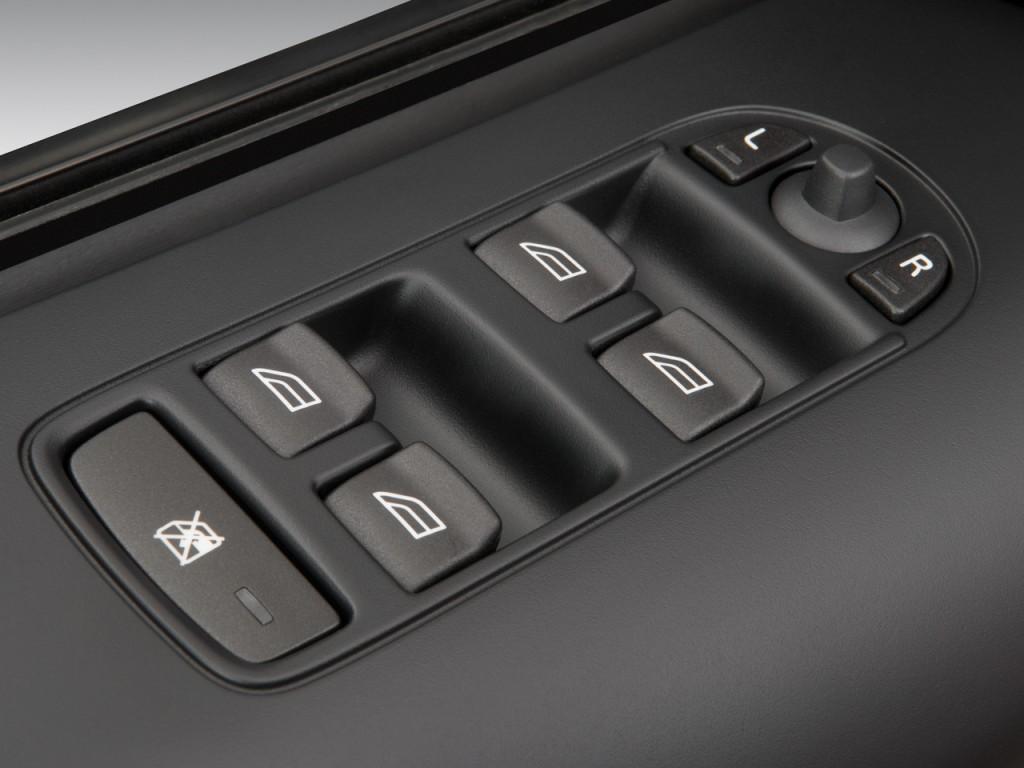 Image 2011 Land Rover Lr2 Awd 4 Door Hse Door Controls