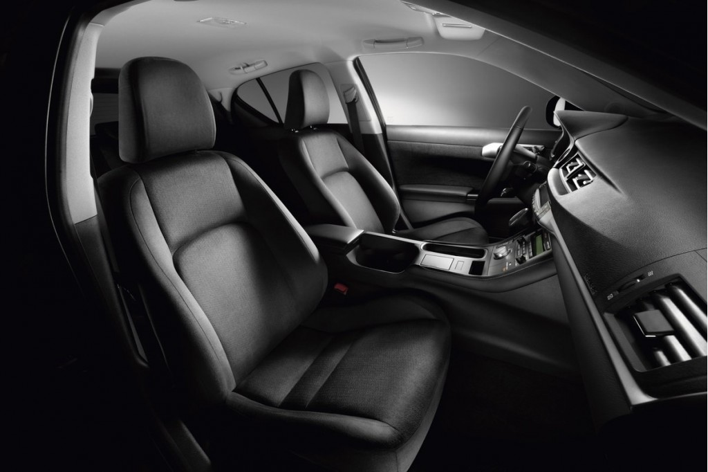 2011 Lexus CT 200h interior