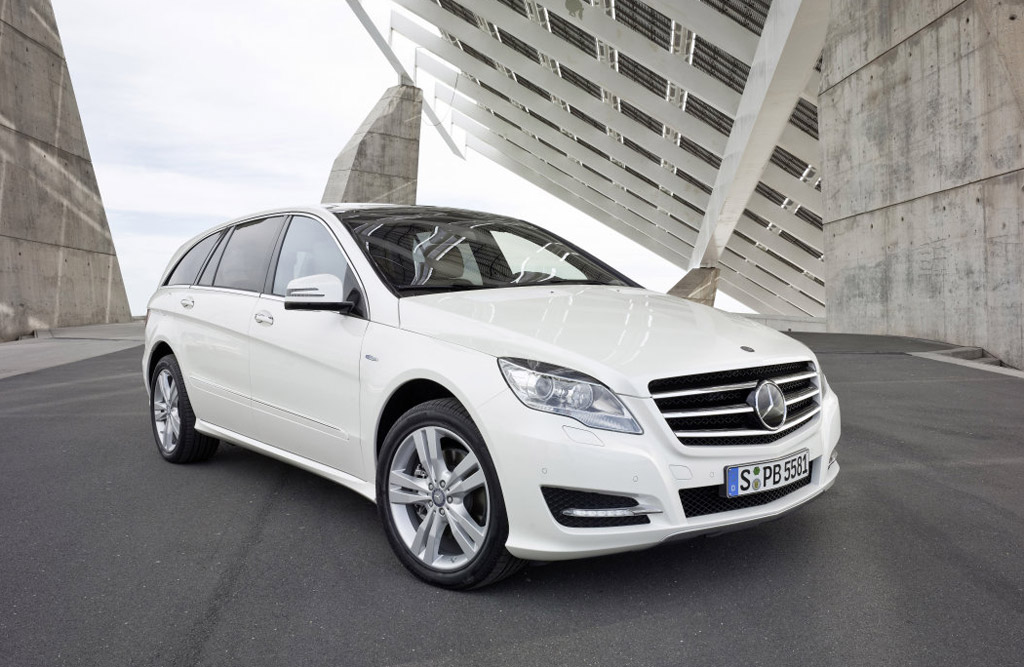 2011 Mercedes-Benz R-Class: Posh Crossover or Pricey Alt-Minivan?