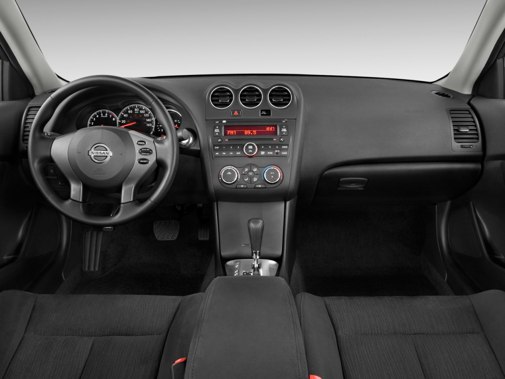 Image: 2011 Nissan Altima 4-door Sedan I4 CVT 2.5 S ...