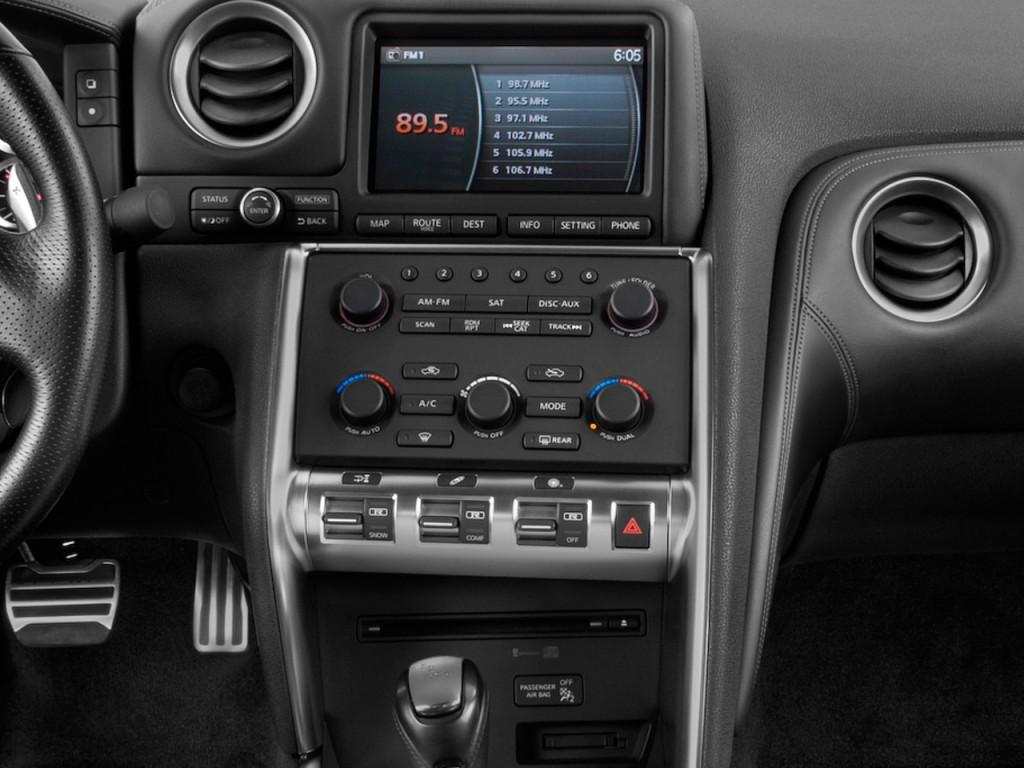 Image: 2011 Nissan GT-R 2-door Coupe Premium Instrument ...