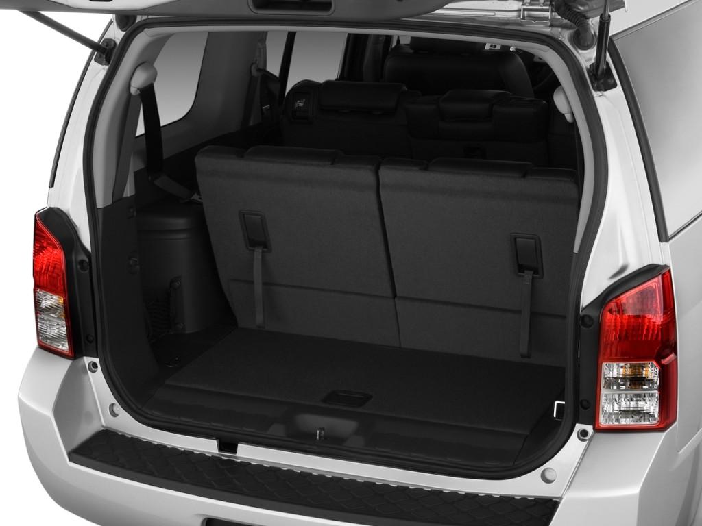 Image 2011 nissan pathfinder 4wd 4 door v8 le trunk size for 2002 nissan pathfinder motor oil type