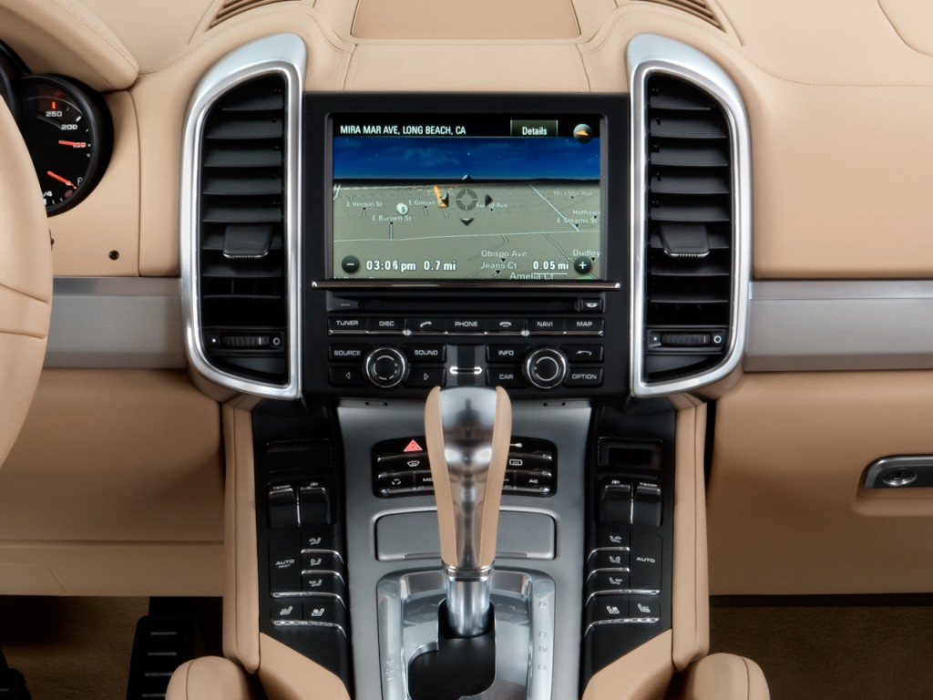 Image: 2011 Porsche Cayenne AWD 4-door Turbo Instrument ...