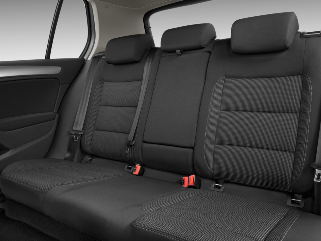 Image: 2011 Volkswagen Golf 4-door HB Auto Rear Seats ...