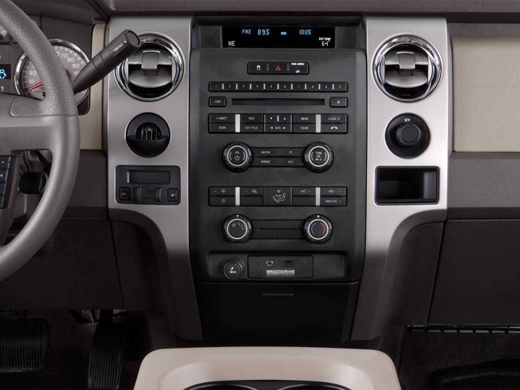 "Image: 2012 Ford F-150 2WD SuperCrew 145"" XLT Instrument ..."