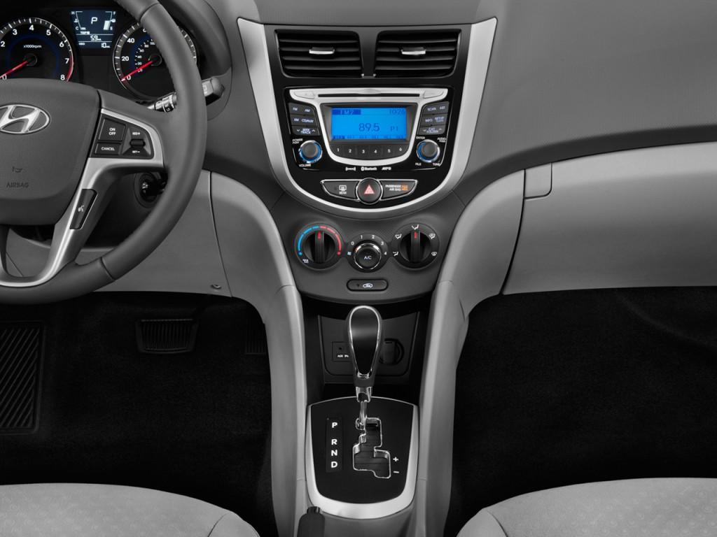 Image 2012 Hyundai Accent 5dr Hb Auto Se Instrument Panel