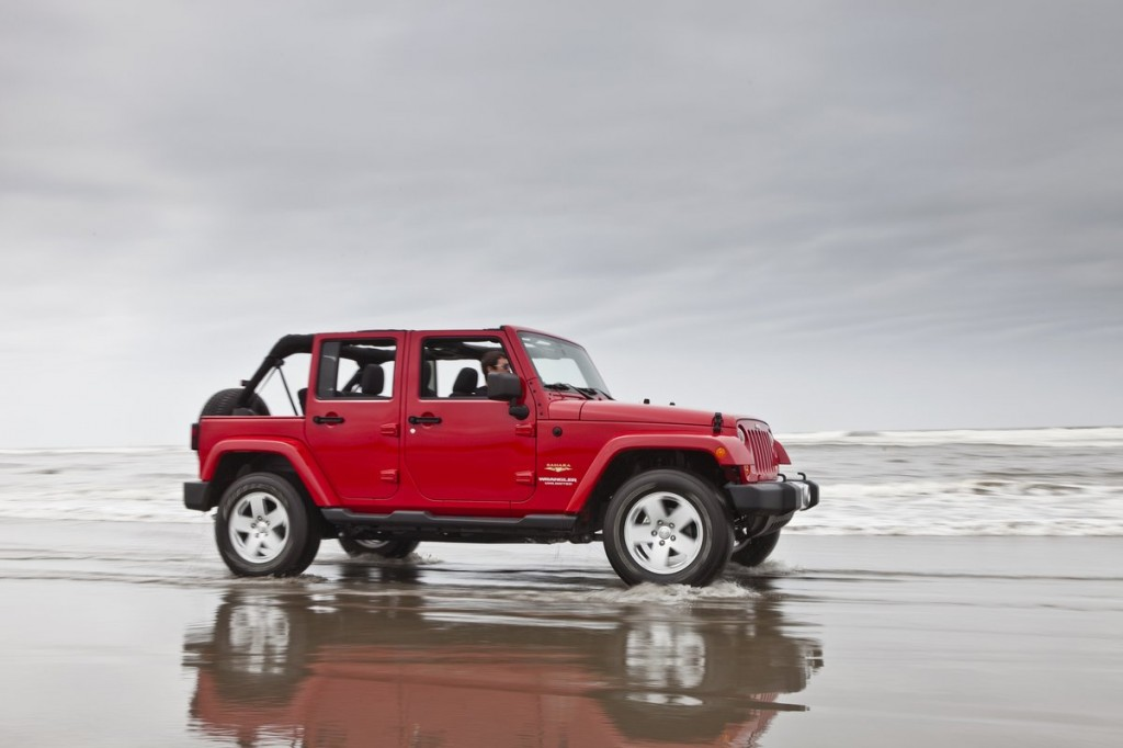2012 Jeep Wrangler, Bentley Hybrids, Five-Star Safety: Car News Headlines