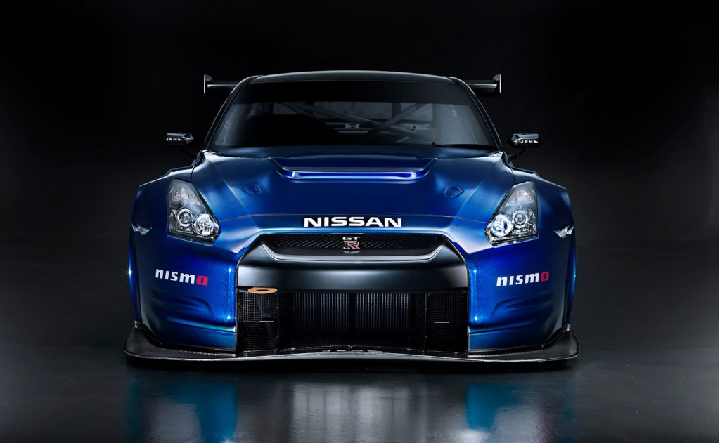 Nissan Gt R Nismo Takes To The Track Video
