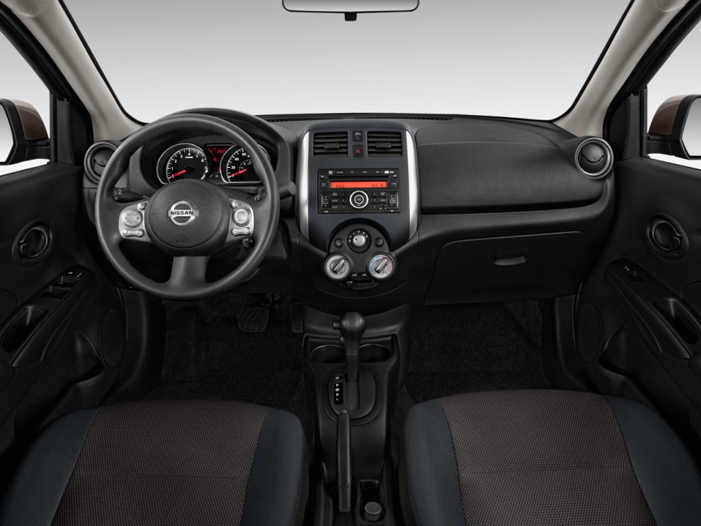 Image: 2012 Nissan Versa 4-door Sedan CVT 1.6 SV Dashboard ...