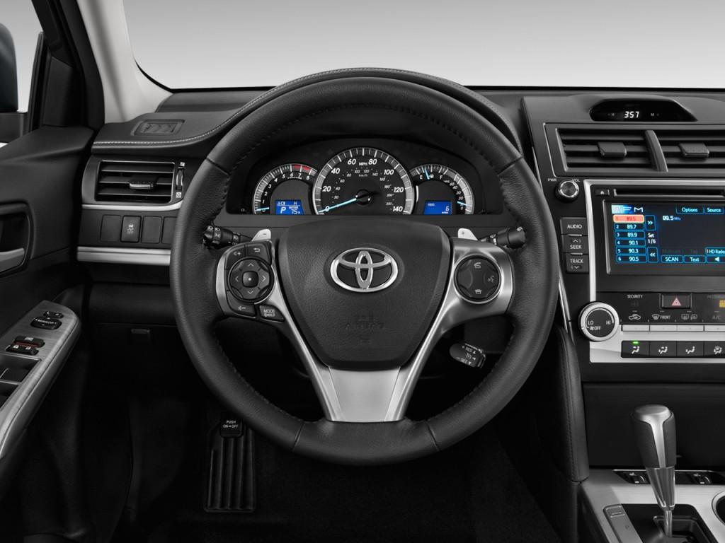 image 2012 toyota camry 4 door sedan i4 auto se natl steering wheel size 1024 x 768 type. Black Bedroom Furniture Sets. Home Design Ideas