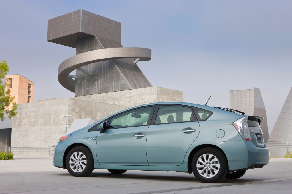 Toyota Prius Plug In Lexus Ct 200h Recalled For Airbag Problems 482 000 Vehicles Affected
