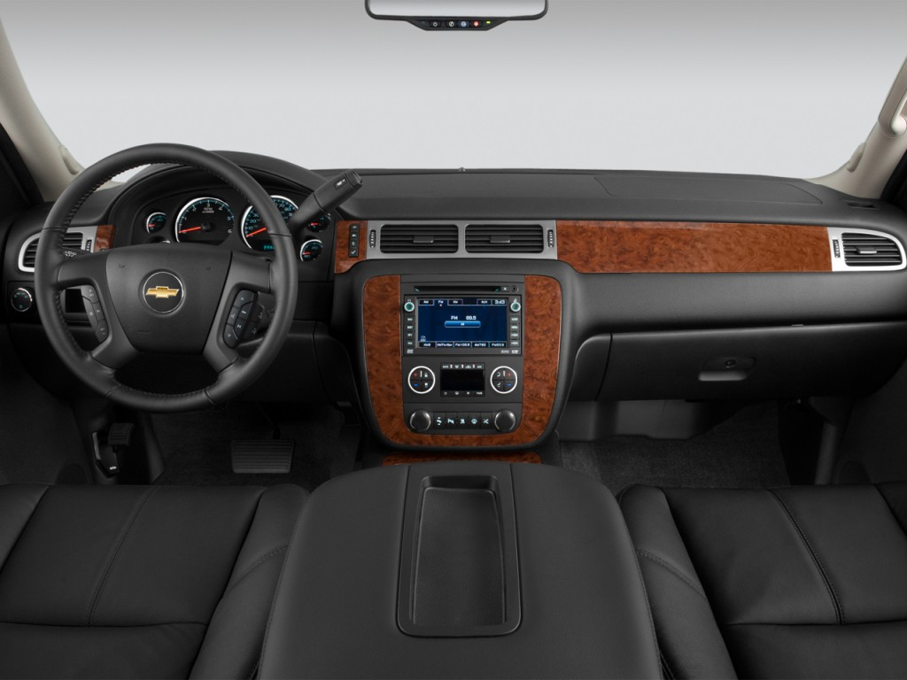 Image: 2013 Chevrolet Tahoe 2WD 4-door 1500 LTZ Dashboard ...