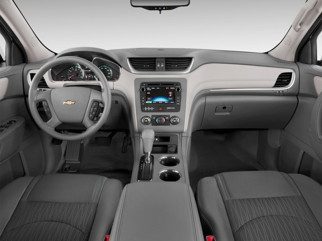 Image: 2013 Chevrolet Traverse FWD 4-door LS Dashboard ...