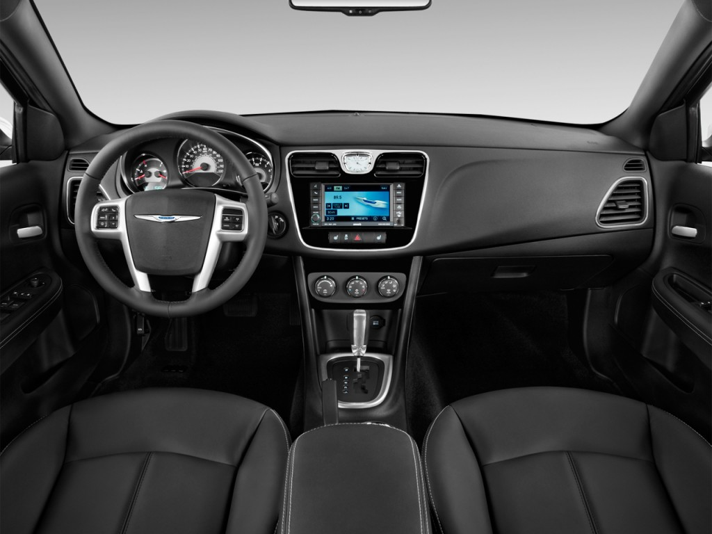 2013 Chrysler 200 4-door Sedan Limited Dashboard