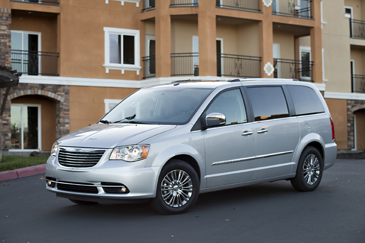 2013 chrysler town country dodge grand caravan recalled for airbag software issue. Black Bedroom Furniture Sets. Home Design Ideas