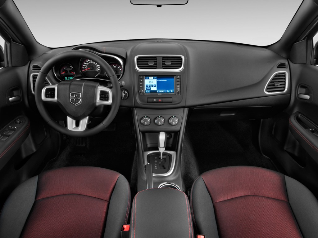2013 Dodge Avenger 4-door Sedan SXT Dashboard