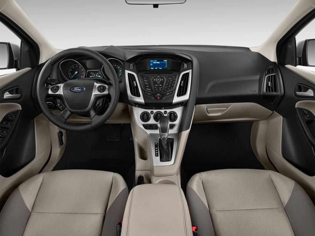 2013 ford focus 4 door sedan se dashboard
