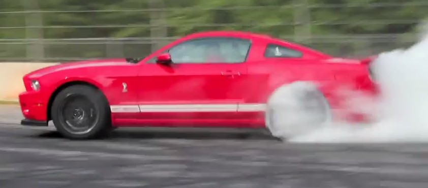 2013 Ford Mustang Shelby GT500 Burnout: Video