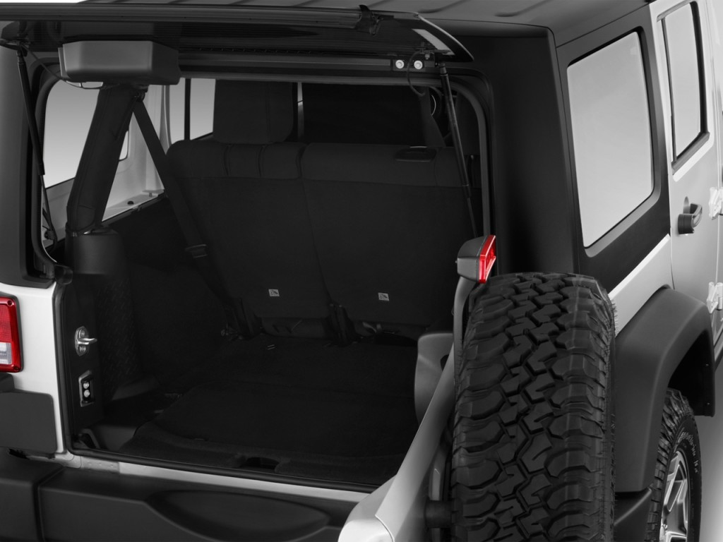 image 2013 jeep wrangler unlimited 4wd 4 door rubicon trunk size 1024 x 768 type gif. Black Bedroom Furniture Sets. Home Design Ideas