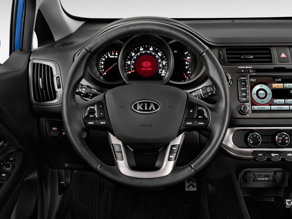 image 2013 kia rio 5dr hb auto sx steering wheel size. Black Bedroom Furniture Sets. Home Design Ideas