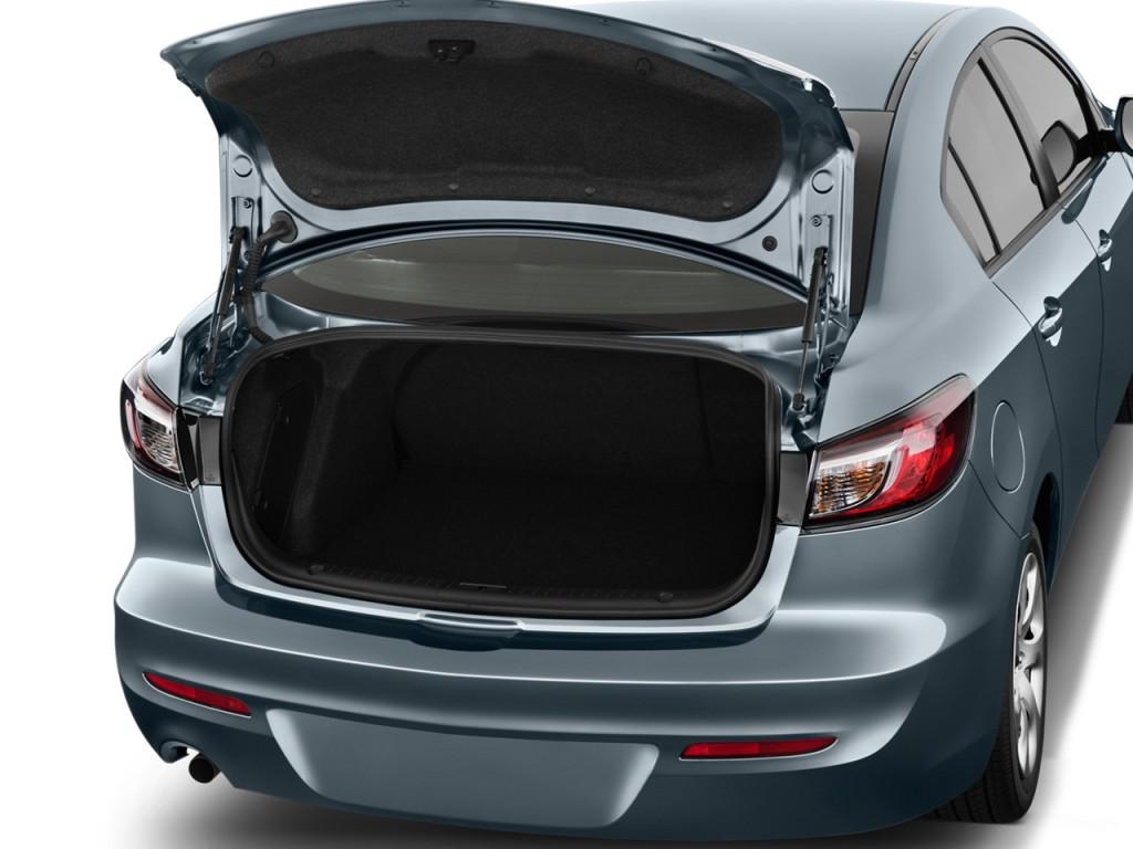 Image: 2013 Mazda MAZDA3 4-door Sedan Auto i SV Trunk ...