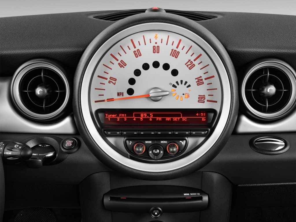 image 2013 mini cooper clubman 2 door coupe audio system. Black Bedroom Furniture Sets. Home Design Ideas