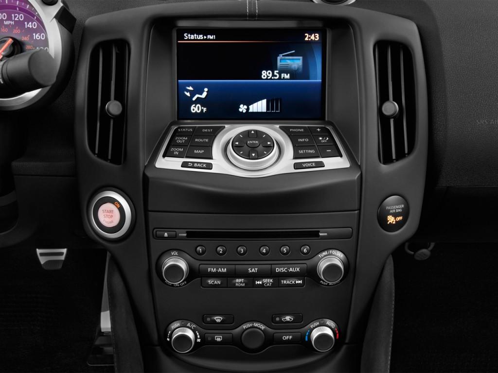 2013 Nissan 370Z 2-door Roadster Auto Temperature Controls