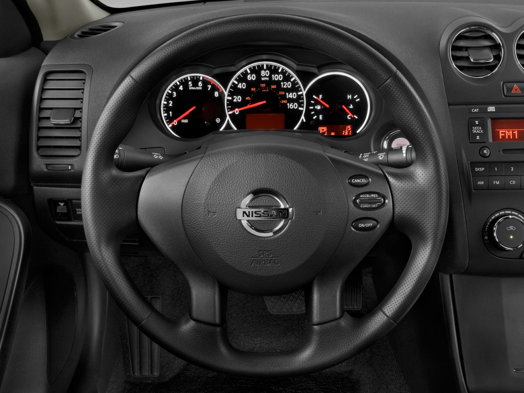 image 2013 nissan altima 2 door coupe i4 2 5 s steering. Black Bedroom Furniture Sets. Home Design Ideas
