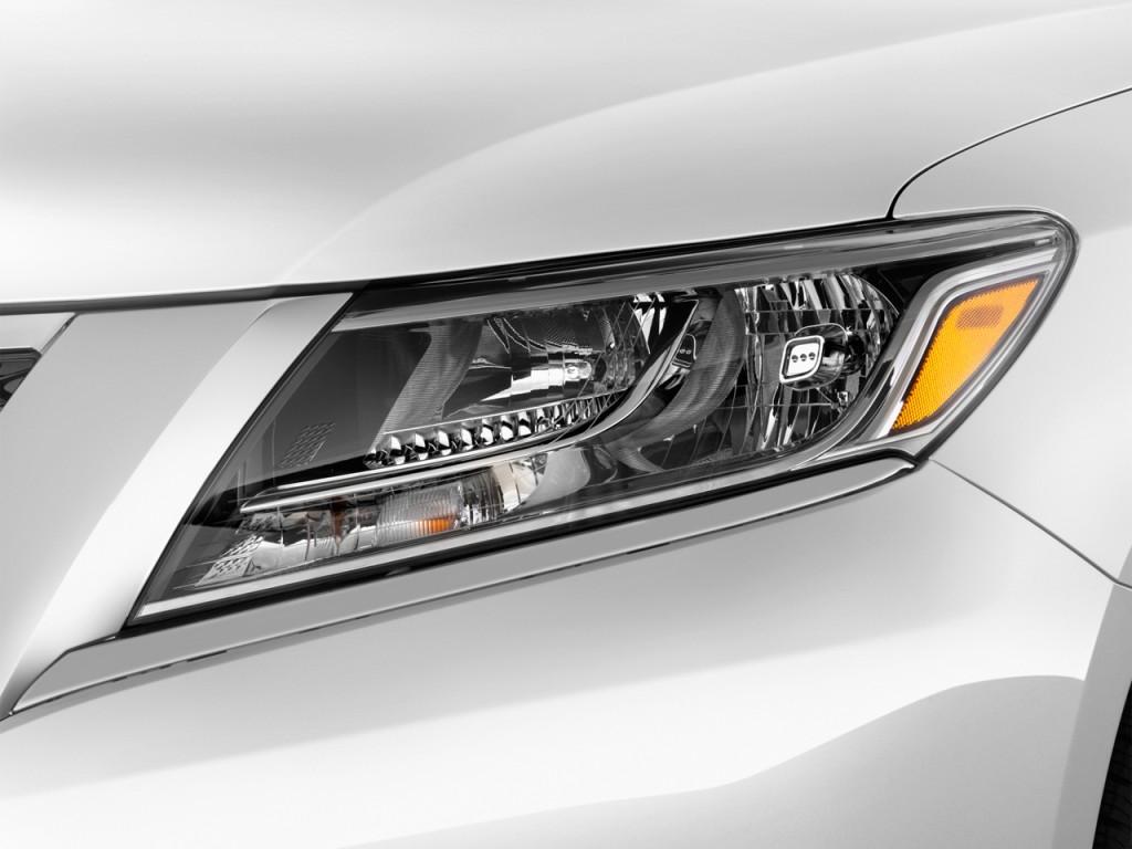 Image: 2013 Nissan Pathfinder 2WD 4-door SL Headlight ...