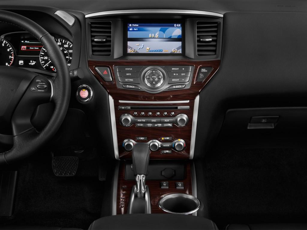 2013 Nissan Pathfinder 2WD 4-door SL Instrument Panel