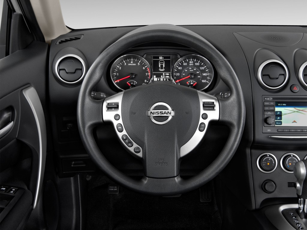 Image 2013 Nissan Rogue FWD 4 door SV Steering Wheel
