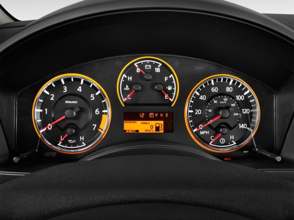 Image 2013 Nissan Titan 2wd Crew Cab Swb Sl Instrument