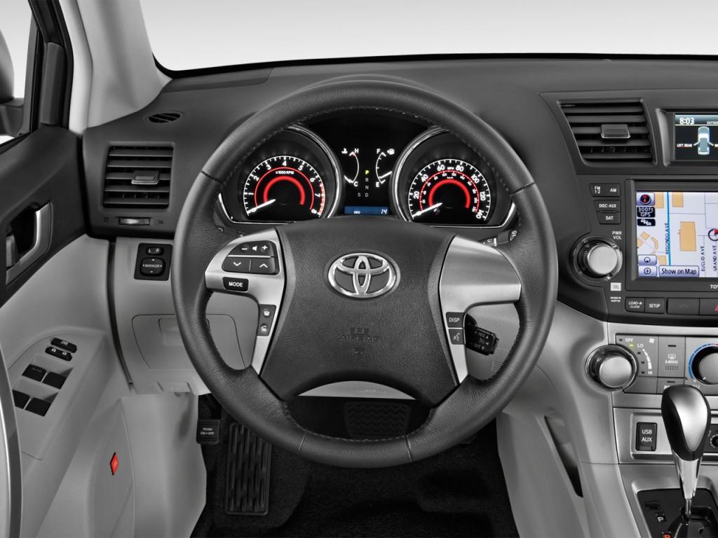 image 2013 toyota highlander fwd 4 door v6 se natl steering wheel size 1024 x 768 type. Black Bedroom Furniture Sets. Home Design Ideas