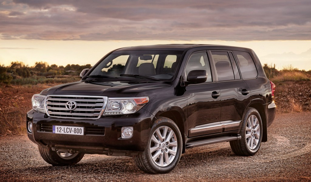 2013 Toyota Land Cruiser Gets New Styling, More Features