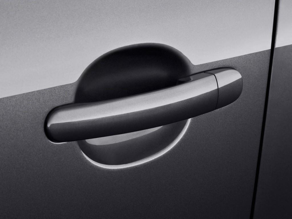 Image: 2013 Volkswagen Tiguan 2WD 4-door Auto S Door ...