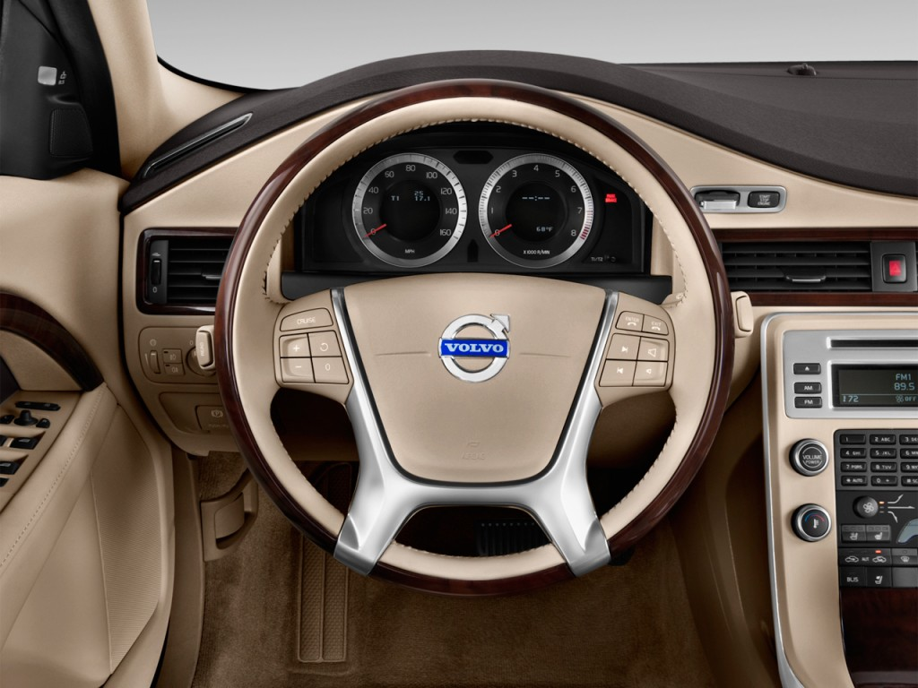 Image: 2013 Volvo S80 4-door Sedan 3.2L Steering Wheel ...