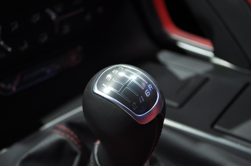 How To Start A Stick Shift >> How To Drive A Stick Shift The Basics The Car Connection
