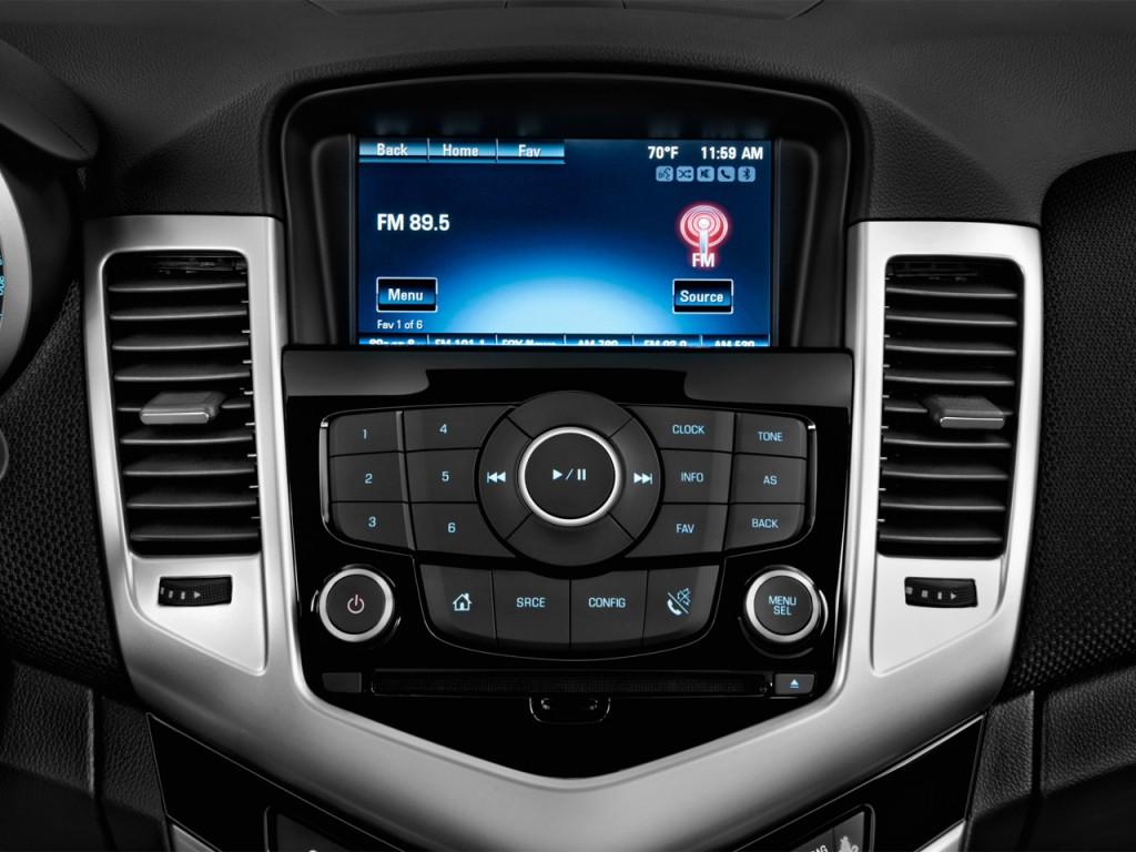 image: 2014 chevrolet cruze 4-door sedan auto 1lt audio system