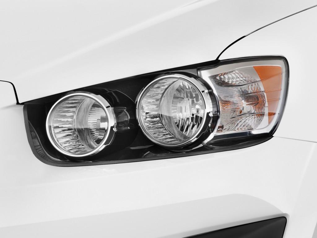 Image 2014 Chevrolet Sonic 4 Door Sedan Auto Lt Headlight