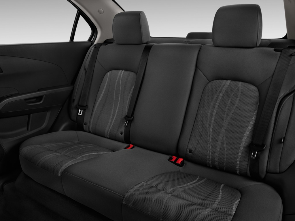 image 2014 chevrolet sonic 4 door sedan auto lt rear. Black Bedroom Furniture Sets. Home Design Ideas