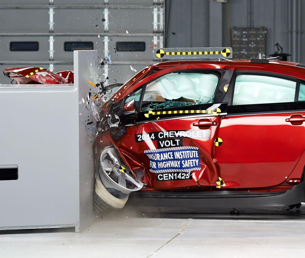 2014 Chevrolet Volt - IIHS small front overlap crash test