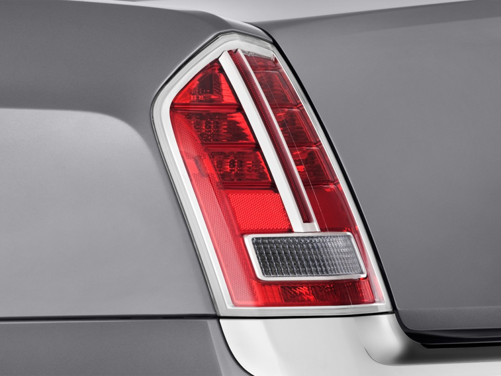 2014 chrysler 300 4 door sedan awd tail light